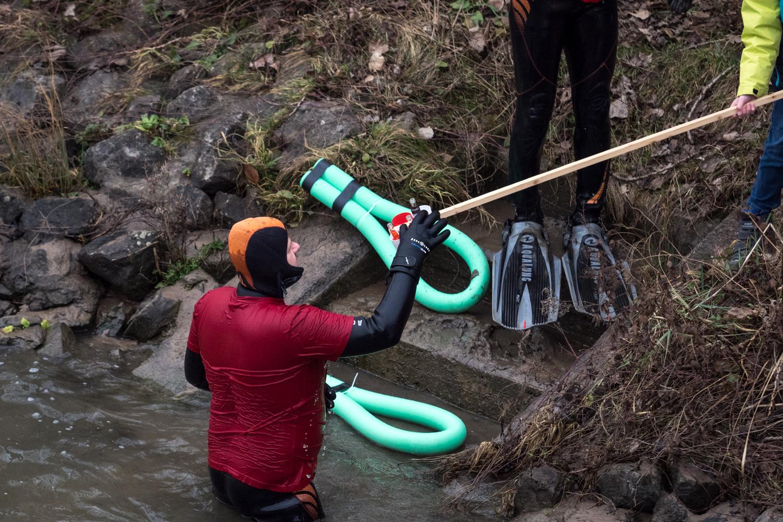 Erste Hilfe vom Ufer aus